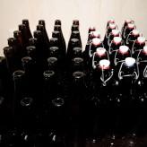 Розлив домашнего пива в стеклянные бутылки